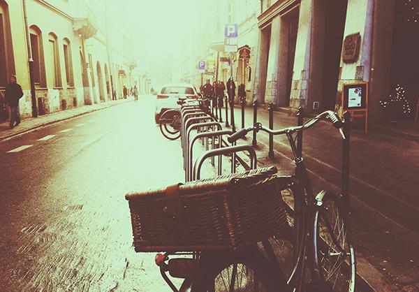 Ipad タブレット壁紙ギャラリー: Ipad タブレット用無料壁紙ダウンロード:自転車と街並み